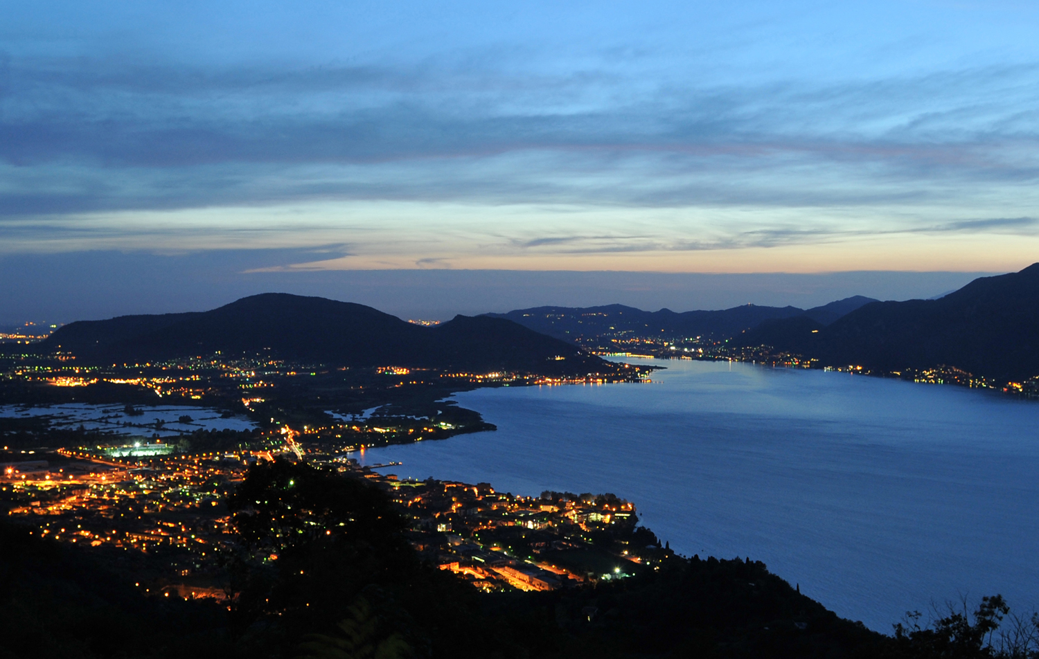 lago d'Iseo by night