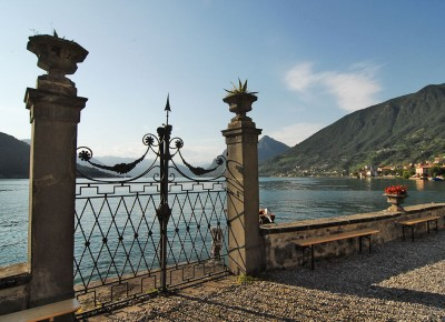 cancello sul lago